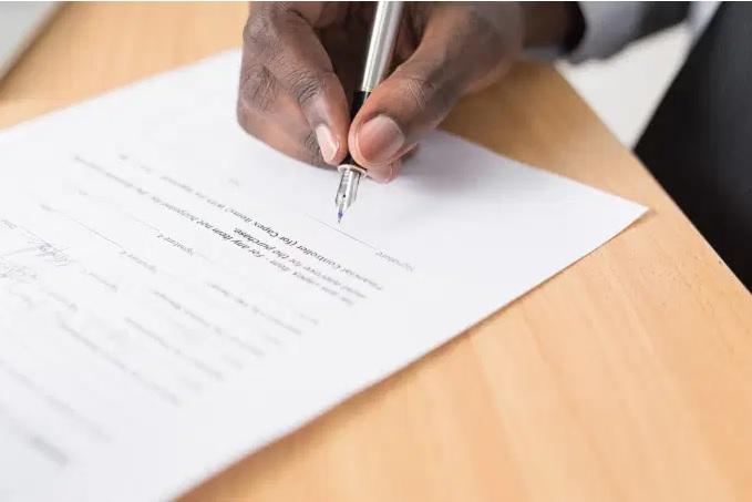 Quais empregados não podem ter contratos de trabalho suspensos?