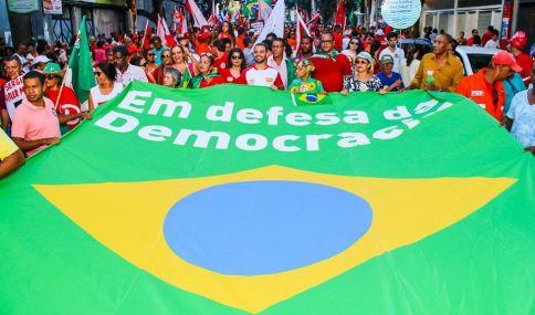 Em Salvador, trabalhadores e trabalhadoras manifestam posição contrária ao Impeachment