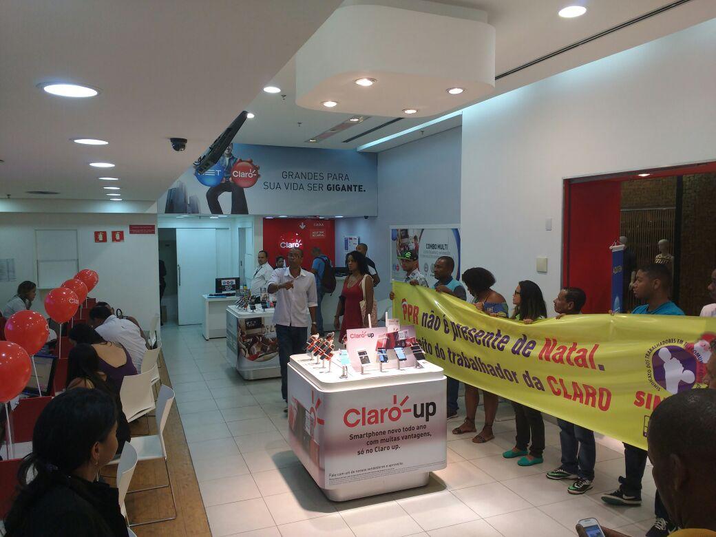 Dirigentes do Sinttel Bahia ocupam lojas da Claro em Salvador